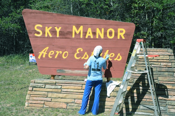 Sky Manor Aero Estates Entrance Sign